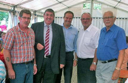 MdB Dr. Karl A. Lamers, Oberbürgermeister Dr. Eckart Würzner und MdL a.D. und Stadtrat Werner Pfisterer bei den Kleingärtnern.