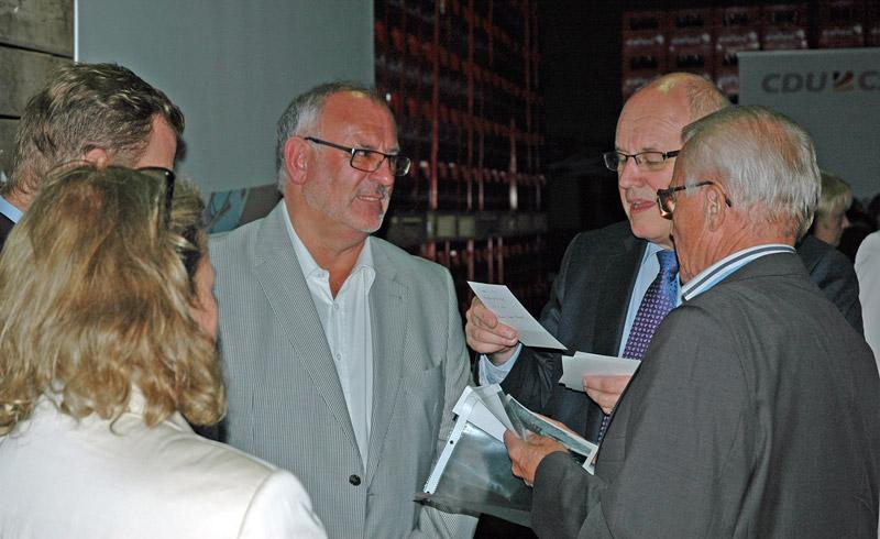 Werner Pfisterer (Mitte) und Volker Kauder (2.v.r.)